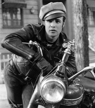 marlon-brando-the-wild-one-movie-leather-jacket-photo-hollywood-e1424993249800-800x908