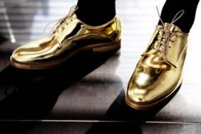 usando-sapato-metalico