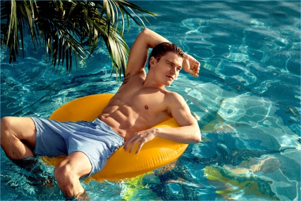 Oliver-Cheshire-2017-Nly-Man-Summer-Campaign-Pool